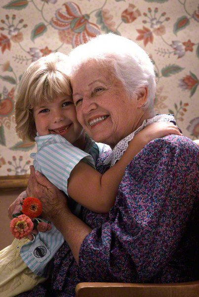 grandmotherandgranddaughter0486-403x600_DM