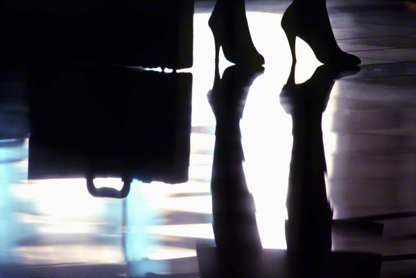 reflectionofhighheels1-600x401_DM
