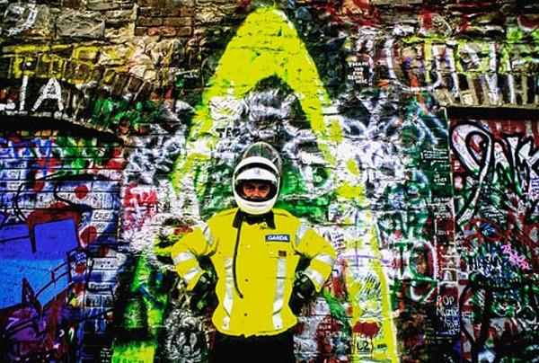 garda-wearing-yellowDM