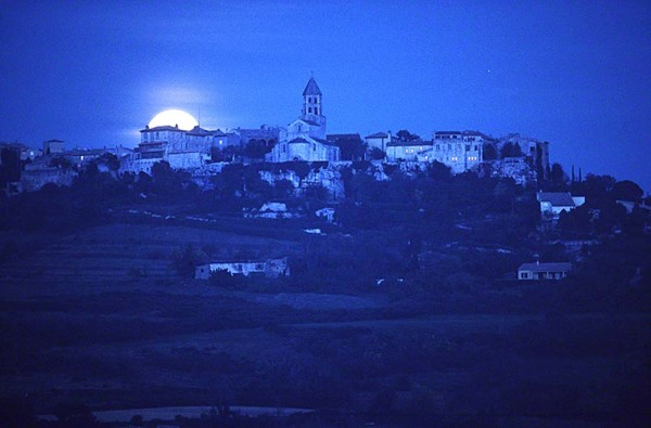 moonrise-over-village-in-France1007