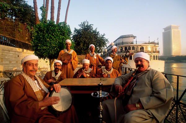 egyptianbandattablebesidenileriver