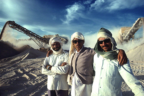 three-omanis-in-desert